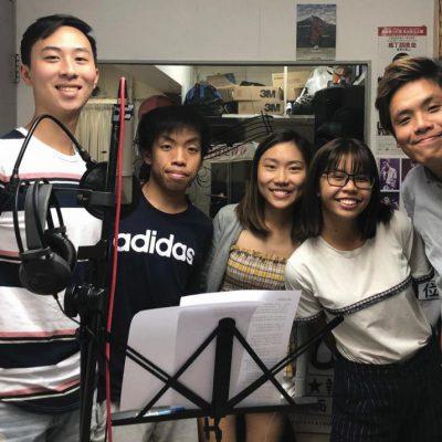 何蒹葭 (右二) 與製作團隊